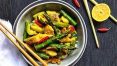 Žluté krůtí curry s chřestem a hlívou Foto: Kung Pao Chicken, Green Beans, Curry, Vegetables, Ethnic Recipes, Vietnam, Curries, Vegetable Recipes, Veggies