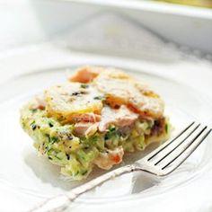 Zapiekanka z łososiem, tartą cukinią i plasterkami ziemniaków | Kwestia Smaku
