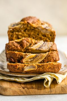 bread recipes sweet This Vegan Banana Bread is fluffy, gluten-free, and absolutely delicious. Plus, it's actually healthy -- and you only need 9 ingredients to make it! Flours Banana Bread, Gluten Free Banana Bread, Healthy Banana Bread, Vegan Bread, Vegan Banana Muffins, Healthy Bread Recipes, Banana Bread Recipes, Gluten Free Recipes, Vegan Recipes