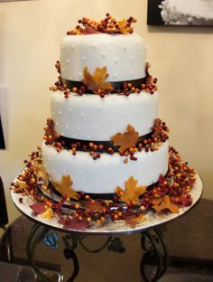 Fall wedding cake design by http://www.cakecreations.ca.  If this was done with green leaves and maybe ivy and ferns!!!!