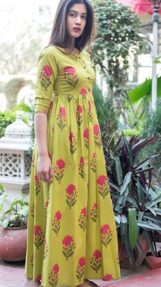 Olive Green Muslin Peated Long Kurti with Floral Print Frock Fashion, Fashion Dresses, Fasion, Indian Gowns Dresses, Indian Outfits, Dress Neck Designs, Blouse Designs, Maternity Wear, Maternity Dresses