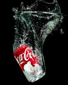 A Christmas Coke can splashing down in a 10 gallon fish tank. Pepsi, Coca Cola Can, Always Coca Cola, World Of Coca Cola, Coca Cola Bottles, Coke Cans, Coca Cola Zero, Vintage Coca Cola, Splash Photography