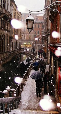 Venezia ... I did not know they got SNOW in Italy ! eye-opener not to go in January !