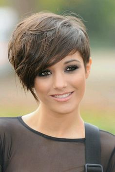 Usually I don't think a lighter brown hair works with a pixie but this is adorable