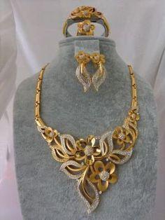 Set / Gerdanlık 10040 India Jewelry, Jewelry Sets, Temple Jewellery, Indian Wedding Jewelry, Bridal Jewelry, Gold Jewelry Simple, Jewellery Sketches, Gold Jewellery Design, Gold Set