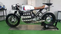 A garage for special motorcycles and cafe racers Cafe Racer Moto, Bmw Motorcycles, Custom Bikes, Bobber, Old And New, Motorbikes, Honda, Racing, Cool Stuff