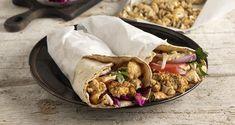 Vegan γύρος από κουνουπίδι από τον Άκη Πετρετζίκη. Φτιάξτε ένα πεντανόστιμο χορτοφαγικό σουβλάκι με λαχανικά τυλιχτά σε πίτα από σουβλάκι! Greek Recipes, Raw Food Recipes, Cooking Recipes, Cooking Time, Greek Dinners, Gyro Recipe, Dairy Free Diet, Vegan Cauliflower, Food Categories