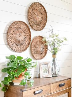 Head to your local Goodwill, thrift store or church mission for a few of these thrifty finds, perfect for adding color and texture to your home for spring! #goodwill #springdecor #thriftyspringdecor #decoratingtips