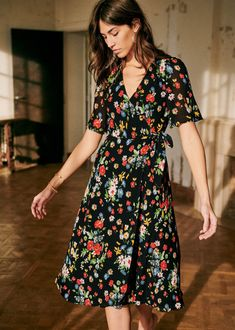 News of the week April Cheap Dresses, Short Dresses, Look Rose, Wrap Dress Short, Silk Midi Dress, Dress Collection, Lounge Wear, Style Inspiration, Casual