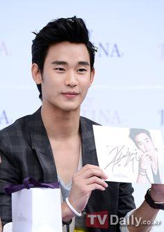 [June 10th 2012] Kim Soo Hyun (김수현) on J.ESTINA Fan Signing Event at Lotte Department Store (Jamsil Branch) #13 #KimSooHyun #SooHyun #JESTINA