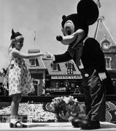 Historical Pics HistoricalPics Disneyland Opening Day - 18 amazing rare colour photos disneyland 1955