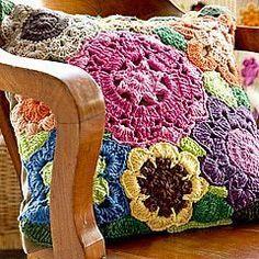 21 Modelos Maravilhosos de Almofadas com Aplicações em Crochê