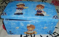 Caixa multiuso GG.  Técnica: Esponjada  Decoupagem: MARINHEIROS    Podemos confeccionar esta linda caixa com outras cores e desenhos á sua escolha!!!! R$ 53,90