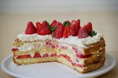 What a strawberry summer dream! The recipe for this Finnish cake is now in our Blog. Perfect for weddings, birthdays and graduation parties #mansikkatäytekakku #erdbeertorte #strawberrycake #Finland #Finnland #Suomi Strawberry Summer, Graduation Parties, Summer Dream, Finland, Tiramisu, Cheesecake, Birthdays, Weddings, Ethnic Recipes