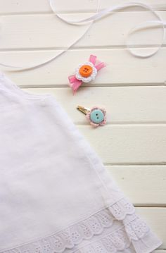 DIY crochet flowers head band and baby clothes by Cafe veyafe
