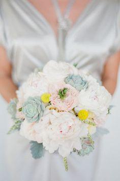 Praise Wedding » Wedding Inspiration and Planning » 20 Romantic Bridal Bouquets
