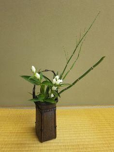 Japanese flower arrangement 38, Ikebana: いけばな | Flickr - Photo ...