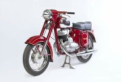 Vintage Motorcycles, Cars And Motorcycles, Retro Cars, Vintage Cars, Scooters, Vintage Romance, Old Bikes, Pedal Cars, Classic Bikes
