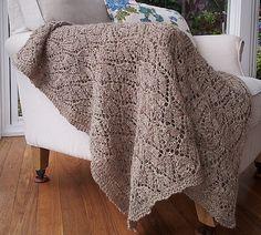 Himmelblomst. Lille tæppe med blomstermønster. Der er både diagram og tekstforklaring. Det kan let varieres i størrelse og kan bruges til mange ting. Her i ren uld på pinde 6. Baby Knitting Patterns, Crochet Patterns, Knitting For Beginners, Home Crafts, Knit Crochet, Lace, Creative, Handmade, Diy
