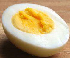 Mindig túlfőzöd a tojást, és egy kínszenvedés meghámozni? Most eláruljuk a tökéletes kemény tojás 4 titkát! Honeydew, Cantaloupe, Minion, Fruit, Food, Essen, Minions, Meals, Yemek