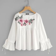 SheIn offers Embroidered Flower Applique Bell Cuff Smock Top & more to fit your fashionable needs. Stylish Tops, Stylish Dresses, Hijab Fashion, Fashion Dresses, Trendy Fashion, Girl Fashion, Smocks, Fancy Tops, Embroidered Clothes