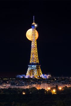 Tour Eiffel sur pleine lune