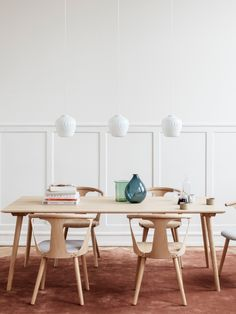 DesignOrt Blog: Retro Lampen skandinavische Glasleuchte Blown von &tradition in Klar oder Opal #lampe #design #retro #wohnen Dining Room, Dining Table, Nordic Design, Scandinavian Design, Lamp Light, Lights, Traditional, Furniture, Blog