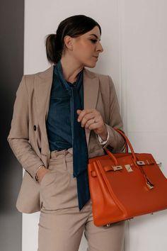 Am Modeblog findest du heute schöne Zweiteiler Outfits für den Alltag und fürs Büro. Ich zeige dir Rock und Bluse Kombinationen, Paperbag-Hosen Stylings, Shorts und Blazer Sets sowie lässige weitere Outfit-Ideen für jeden Tag. www.whoismocca.com #zweiteiler #bürooutfit #paperbag