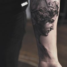 15 Unique Statue Tattoo Images, Pictures And Ideas Forearm Tattoos, Body Art Tattoos, Sleeve Tattoos, Cool Tattoos, Awesome Tattoos, Statue Tattoo, Laser Tattoo, Tattoo On, Statue Antique