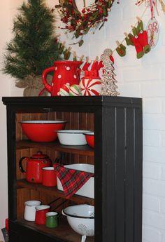 Vintage Enamel Ware in Christmas Colours-Christmas Treasures Enamel Ware, Christmas Colors, Planter Pots, Colours, Vintage, Home, Ad Home, Homes, Vintage Comics