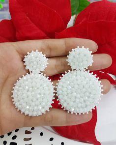Diy Tassel Earrings, Funky Earrings, Beaded Earrings, Beaded Bracelets, Handmade Beaded Jewelry, Handcrafted Jewelry, Earrings Handmade, Wedding Hands, Imitation Jewelry