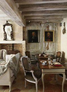 erinnert an den Frühstücksraum eines kleinen, schnuckeligen, familiären Bed&Breakfast.