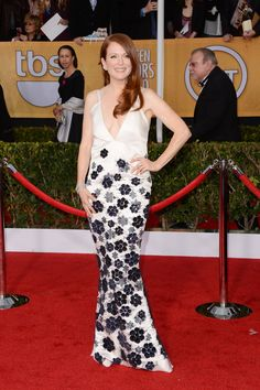 Julianne Moore's white Chanel Haute Couture gown covered in navy flower appliqués was equal parts whimsical and sophisticated. #SAGAwards