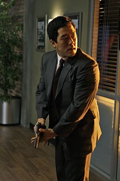 US Marshal Mike Chan was assigned to Neal's family in St. Louis and now dates Ellen. He resembles actor Tim Kang.