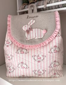Momentos de Costura: Regalos a bebés Fabric Gifts, Fabric Bags, Potli Bags, Diy Backpack, Craft Bags, Quilted Bag, Girls Bags, Zipper Bags, Toiletry Bag