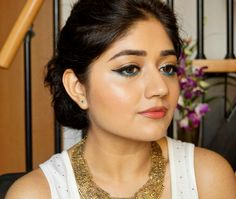 fotd-neutral-makeup-with-a-pop-of-turquoise/