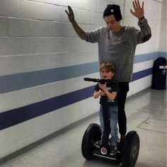 Um, is that child safe? Harry Styles shows no regard for common sense as he cruises the corridors on a Segway with a young One Direction fan nestled in front of him 1d Imagines, One Direction Imagines, One Direction Harry, Harry And Lux, Antisocial, Bae, Camila Morrone, Young Ones, Harry Edward Styles