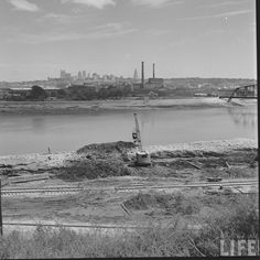 Old Photos: Kansas City Recovers From The Great Flood of 1951 Kansas City Map, Kansas City Missouri, Missouri River, Historical Pictures, City Streets, Natural Disasters, Old Photos, 1940s, Paris Skyline