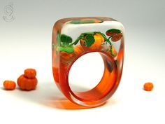 Halloween – autumnally pumpkin ring with orange plastic mini-pumpkins, leaves and a little mouse on an orange ring made of resin