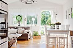Shabby chic living/dining room