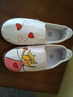 Perfil | fanny | Manualidades de camisetas infantiles Painted Canvas Shoes, Hand Painted Shoes, Best Baby Shoes, Happy Birthday Princess, Funny Shoes, Sharpie Art, Batik, Shoe Show, Shoe Art
