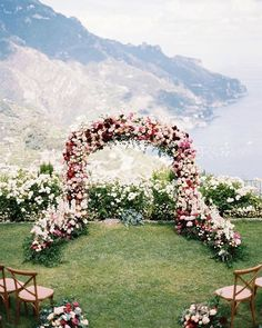 Wedding Flower Decoration who don't want to get married in this ceremony location? What an amazing wedding ceremony setup! A huge floral wedding arch with a lot of roses in awhite, marsala and blush wedding color palette.This beautiful view is a dream! Wedding Ceremony Ideas, Ceremony Backdrop, Ceremony Decorations, Wedding Centerpieces, Tree Centerpieces, Floral Wedding Decorations, Wedding Ceremony Arch, Ceremony Seating, Backdrop Wedding