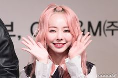 [170326] LOOΠΔ 1/3 Fansign Kpop Girl Groups, Korean Girl Groups, Kpop Girls, My Girl, Cool Girl, Month Animals, Singing In The Rain, Olivia Hye, Say Hi