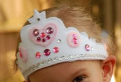 Deanna from Just Deanna shows how to make a fancy princess tiara out of felt. The felt tiara is easily made, and you can decorate it with all kinds of gems, sequins, and other sparkly princess-y t… Mickey Mouse Parties, Mickey Mouse Birthday, Princess Birthday, Minnie Mouse, Toy Story Birthday, Toy Story Party, Diy Birthday, Sewing Projects For Kids, Sewing For Kids