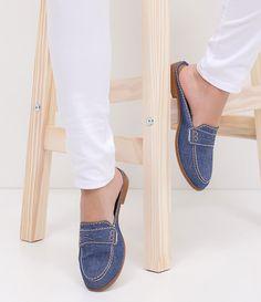 Sapatilha feminina  Material: jeans  Modelo mule  Marca: Satinato     COLEÇÃO VERÃO 2017     Veja outras opções de    sapatilhas femininas.        Sobre a marca Satinato     A Satinato possui uma coleção de sapatos, bolsas e acessórios cheios de tendências de moda. 90% dos seus produtos são em couro. A principal característica dos Sapatos Santinato são o conforto, moda e qualidade! Com diferentes opções e estilos de sapatos, bolsas e acessórios. A Satinato também oferece para as mulheres…
