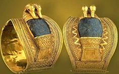 An Exhibition of Antiquities from the Egyptian Museum, Cairo At the Great Hall of Ramses II Expo 86 Vancouver British Columbia, Canada. Art Antique, Antique Jewelry, Gold Jewelry, Gold Bracelets, Crystal Jewelry, Jewelry Art, Ramses, Cairo Museum, Ancient Egyptian Jewelry