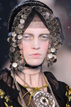 John Galliano - Fall 2009 Ready-to-Wear - Look 30 of 128