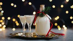 Poslouží jako milý jedlý dárek, zpříjemní vánoční pečení ahotový je během chvilky. No jistě, řeč je odomácím vaječném likéru! Voní po rumu avanilce ahustý isilný je tak akorát. Rum, Vodka, Panna Cotta, Table Decorations, Ethnic Recipes, Food, Alcohol, Dulce De Leche, Eten
