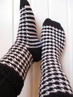 NurinKudin: Kukonaskelsukat Weaving, Socks, Crochet, Fashion, Moda, Fashion Styles, Sock, Ganchillo, Loom Weaving