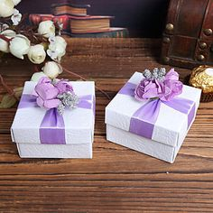 Quadrato bianco Favor Boxes Con Purple Flower Top - Set di 12 – EUR € 7.59